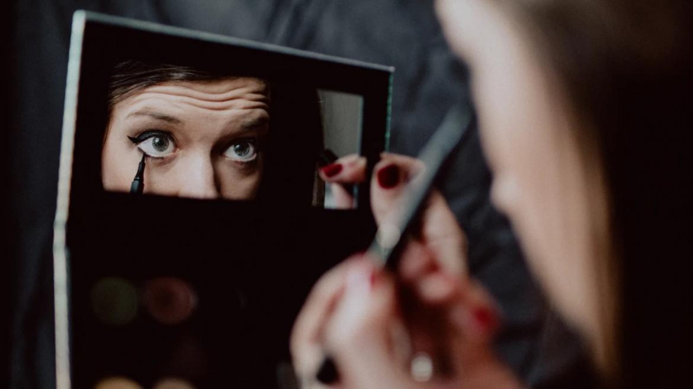 Tα λάθη στο μακιγιάζ που προσθέτουν χρόνια στο πρόσωπο και αδικούν τα χαρακτηριστικά του