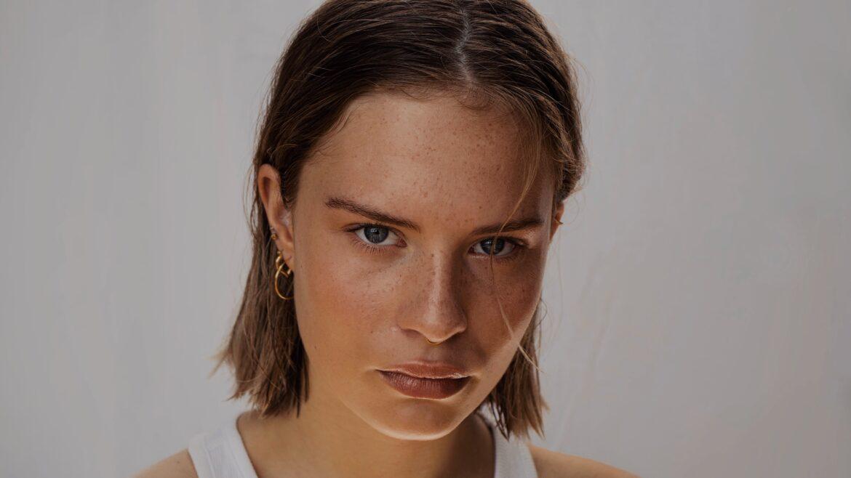 Φρύδια, μάτια, χείλη: Τι θα πρέπει να επιδιώκει μια γυναίκα με το ημιμόνιμο μακιγιάζ