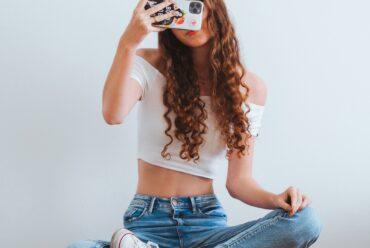 «Ένα φρύδι, σαν αυτό»: Όταν τα social media πλήττουν την εικόνα που έχουμε για τον εαυτό μας